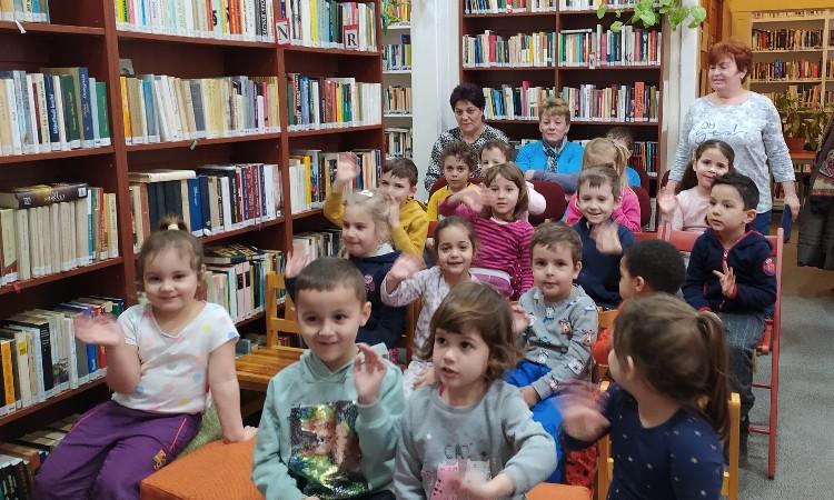 Egy mesés délelőtt a Wekerlei Könyvtárban -  Pesterzsébeti Gézengúz Óvoda Vackor Tagóvodájának Levendula csoportja