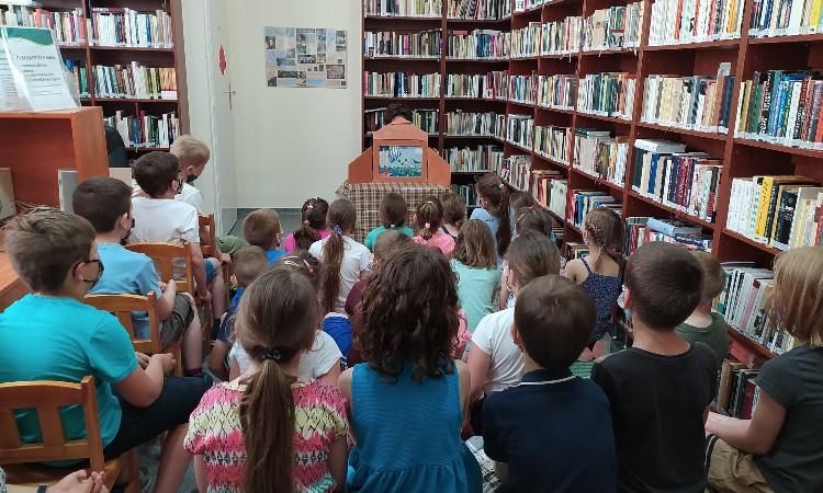 Mesés könyvtári óra kispesti iskolásoknak