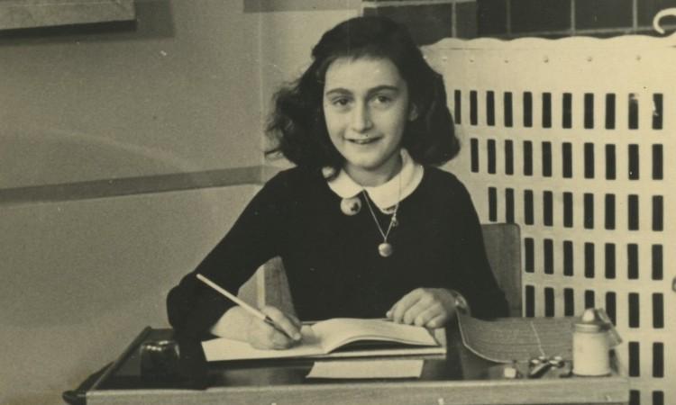 Irodalmi léleksimogató - Anne Frank ma lenne 91 éves