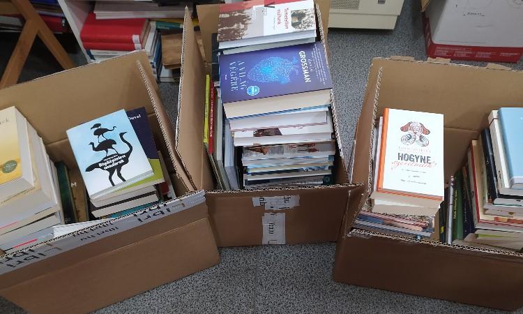 Új könyvek illata lengi be a Wekerlei Könyvtárat!