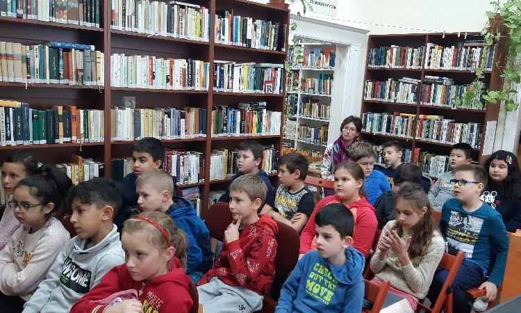 Rendhagyó könyvtári óra - Gábor Áron Iskola a Wekerlei Könyvtárban