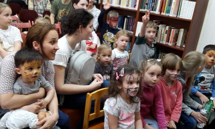 Péntek esti mesék - Gyermeknapi bűvészkedés és arcfestés